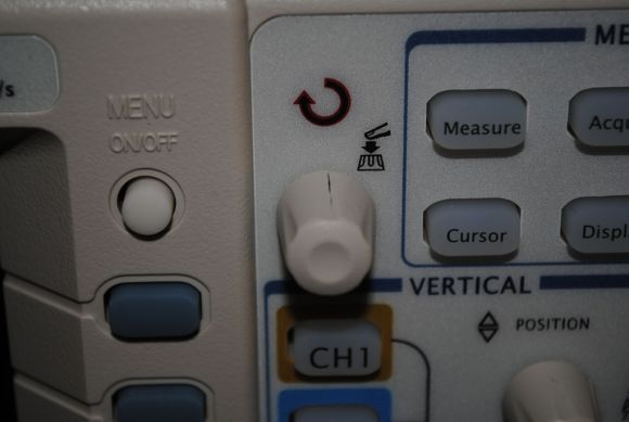 Cracked knob #1 on Rigol DS1052E
