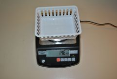 Scale with a basket on top in counting mode